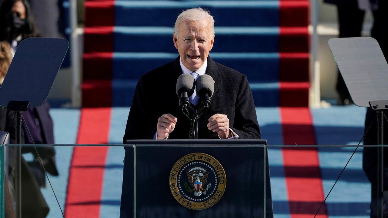Američané se musí sjednotit, aby mohli společně bojovat proti výzvám, kterým čelí, včetně pandemie covidu-19 či rasismu a vnitřního terorismu. V prvním projevu ve funkci prezidenta to řekl Joe Biden.