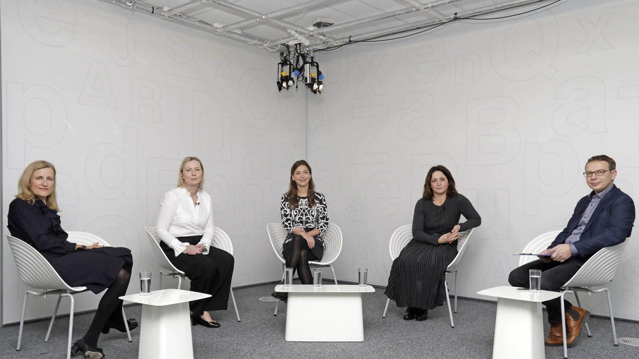 Orozdělené společnosti diskutovaly zleva: Daniela Pešková (ČS),Klára Brachtlová (TV Nova), Gabriela Takáčová (Recombee) a Kateřina Jirásková (PPF). Debatu moderovalJaroslav Mašek (HN).