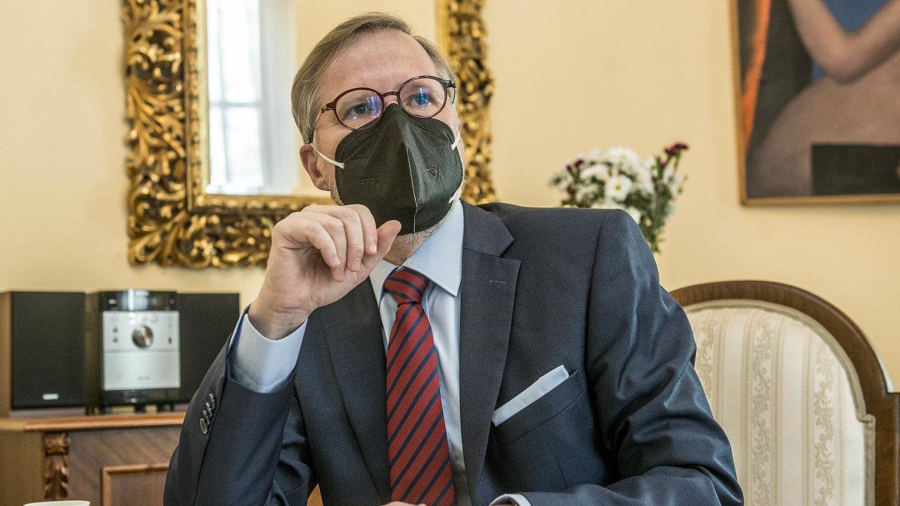 Předseda ODS Petr Fiala tvrdí, že pravicový volič v Česku nemá jinou možnost než na podzim volit koalici Spolu. Konkurenční Piráti se STAN podle něho míří doleva.