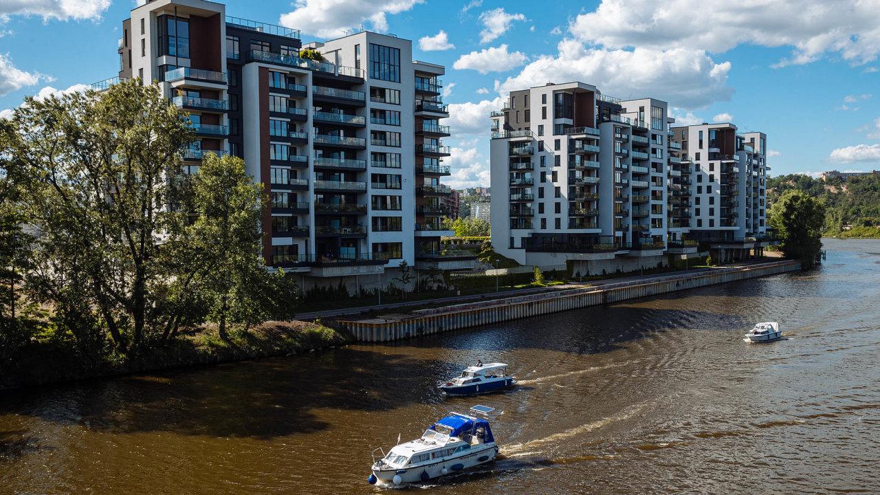 Češi se zbláznili do nemovitostí a sjednávají hypotéky jako diví.