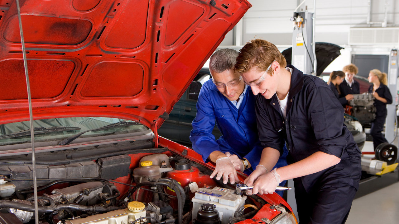 učeň, učni, automechanik, škola,praxe
