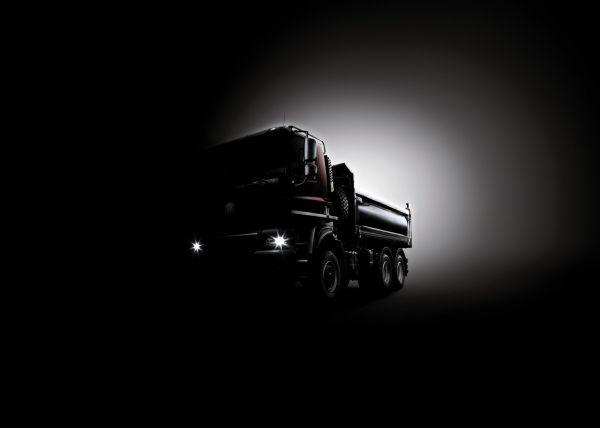 Tajemná podobizna nového vozu vyrobeného ve spolupráci automobilek Tatra a DAF.