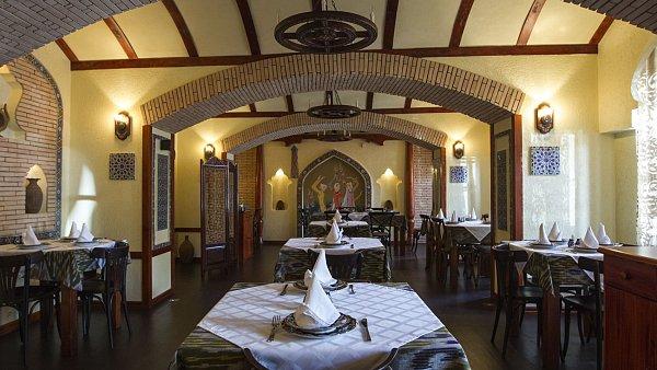 Uzbecká restaurace Samarkand sídlí na pražské Kampě.