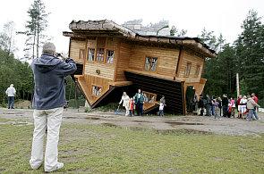 Jak se žije v domě, který má na šířku jen 92 centimetrů? Vejde se do něj i kuchyň