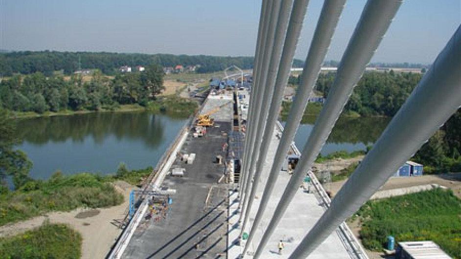 Most na dálnici D47, jejíž stavba vyšla stát navíc na 626 milionů.