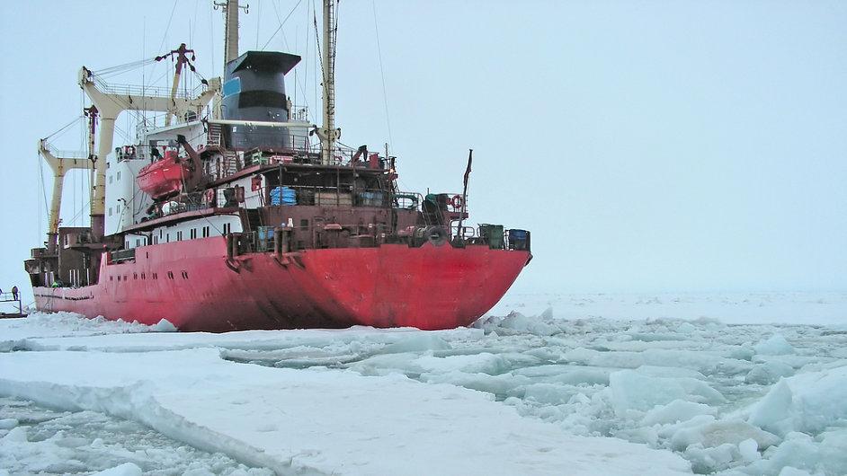 Vědecké expedice se přepravují do Antarktidy  na palubách ledoborců.