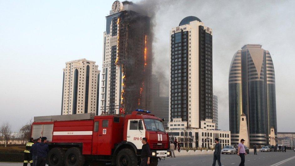 Hořící mrakodrap v Grozném