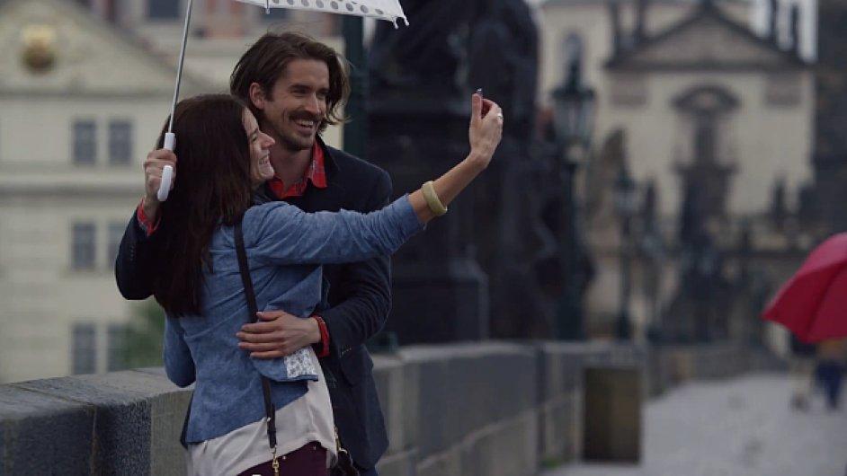 Karlův most v reklamě Apple