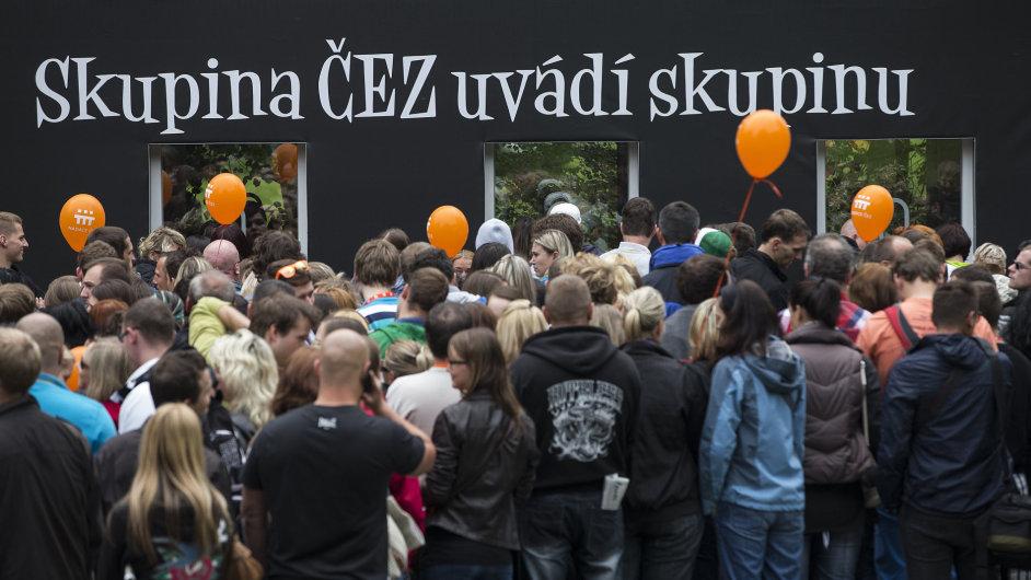 Fronta na lístky na koncert skupiny Lucie v Karlových Varech, 29. června 2013