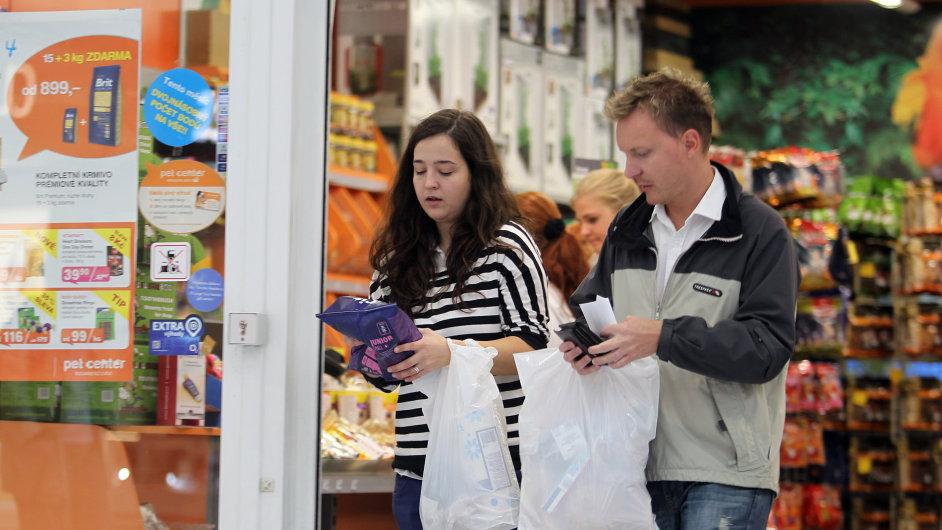 Lidé na nákupech