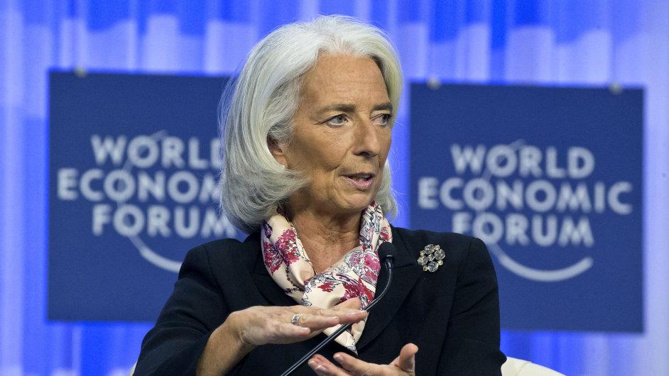 """Podle šéfky MMF Christine Lagardeové hrozí, že se slabý růst stane """"novou realitou""""."""