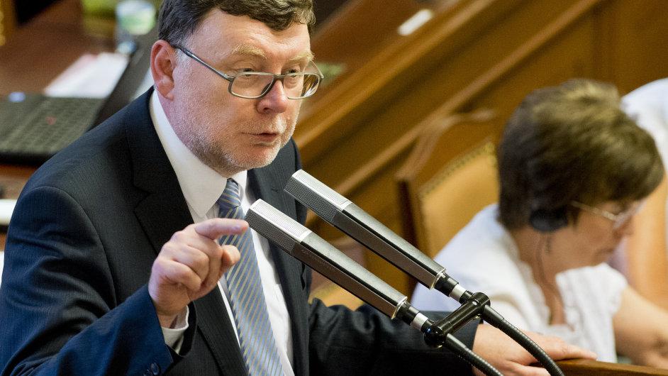 Předseda poslaneckého klubu ODS Zbyněk Stanjura na mimořádné schůzi Poslanecké sněmovny.