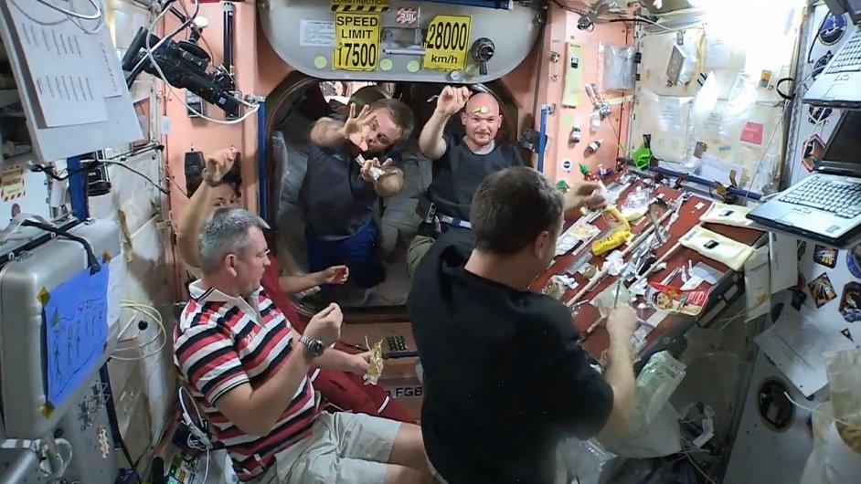 Oslavy dne díkůvzdání na ISS