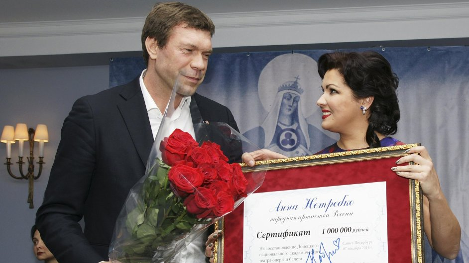 Šéf separatistů Oleg Carev s pěvkyní Annou Netrebkovou.