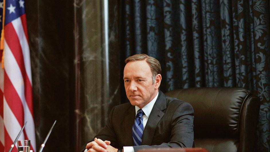 House of Cards. Za pár dní, v pátek 27. února, bude mít premiéru třetí řada politického thrilleru z prostředí nejvyšší politiky ve Washingtonu. Hlavní roli hraje Kevin Spacey.