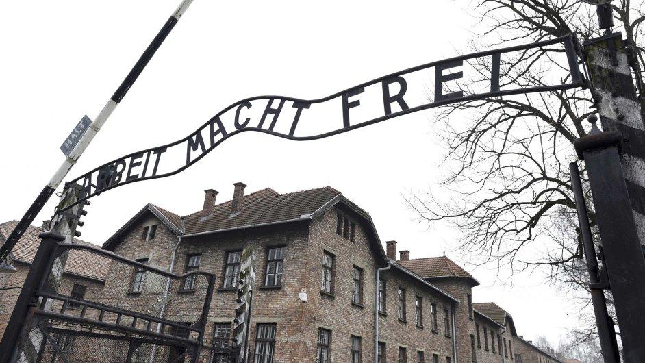 Vstupní brána koncentračního a vyhlazovacího tábora v Osvětimi