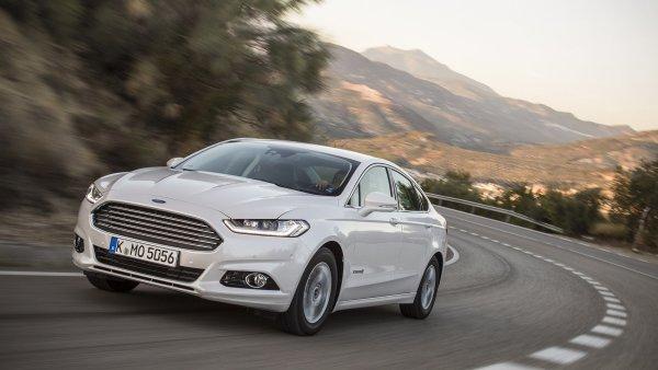 Ford za�al prod�vat hybridn� Mondeo. Slibuje n�zkou spot�ebu i cenu