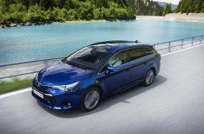 Motory od BMW, plastiky a vyšší ceny. Toyota upravila Auris i Avensis