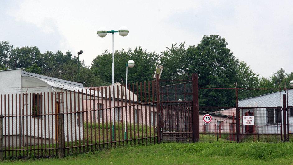 Azylanti opět doVyšních Lhot. Obnovený tábor zakomunistů sloužil armádě, azylanti zde pobývali v90. letech adonedávna byl opuštěný.