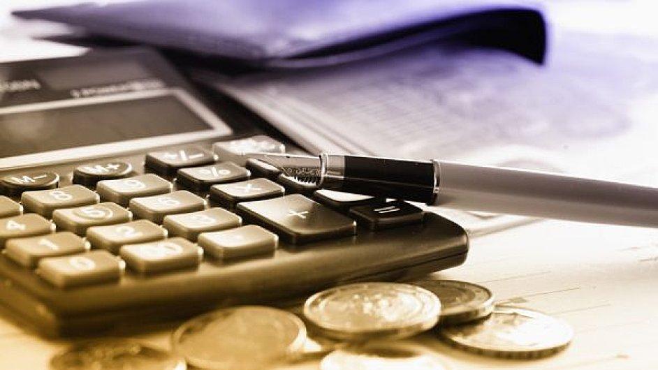 Lidé s nejvyššími příjmy budou také za rok 2016 platit