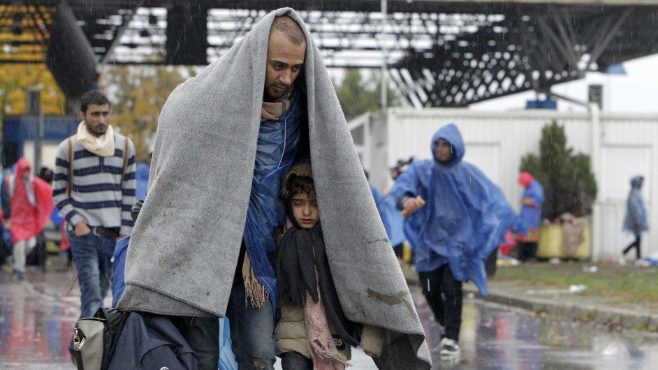 Afghánci vytvořili převaděčskou síť pro běžence mířící do EU. Ti, kteří nezískají azyl, budou navráceni zpět do své vlasti.