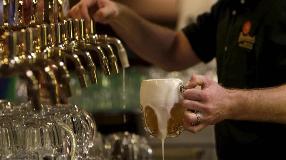 Prazdroj snovým majitelem: Lídr českého pivního trhu Plzeňský Prazdroj bude součástí největší pivovarnické skupiny světa. Aznačka Pilsner Urquell bude jedním zjejích klenotů.