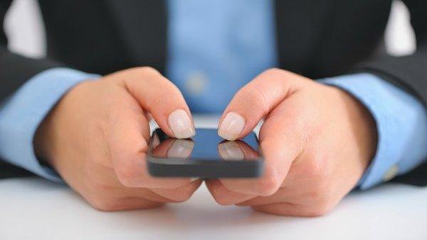Mobiln� komunikace, mobiln� bezpe�nost, ilustrace