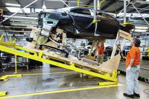 Nejpodstatnější složkou růstu průmyslu je výroba automobilů - Ilustrační foto.