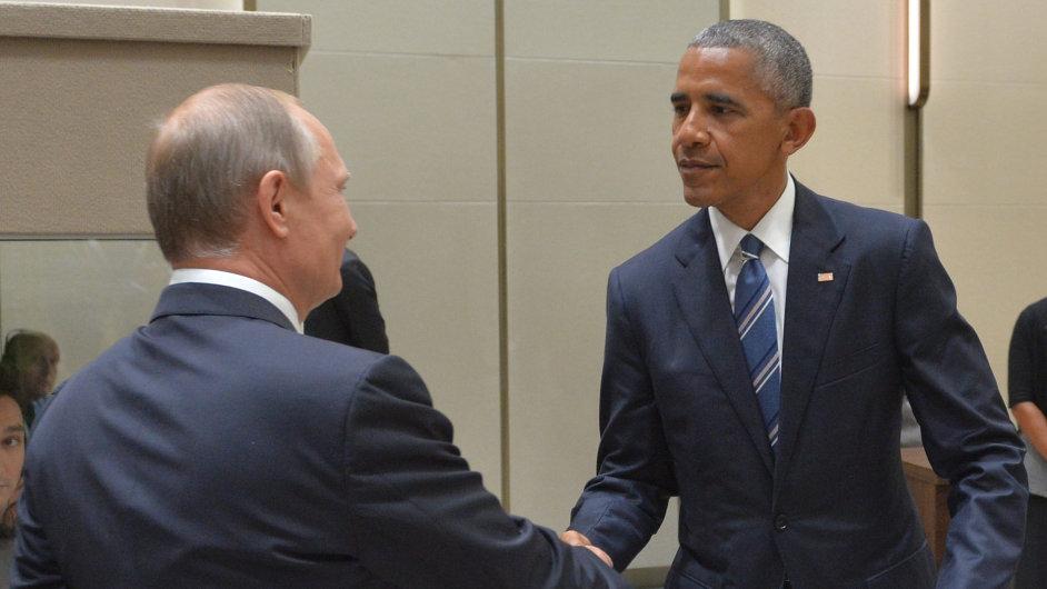 Americký prezident Barack Obama a ruský prezident Vladimir Putin se sešli na okraji summitu G20.