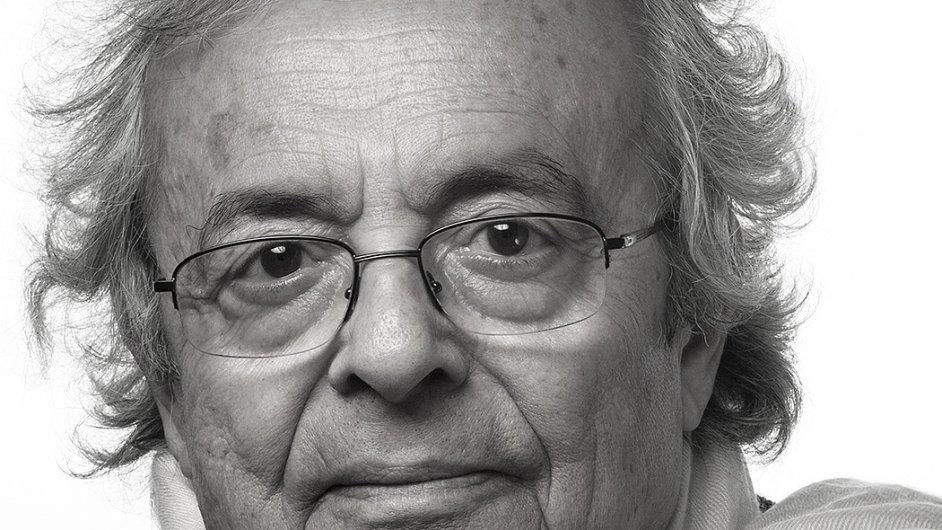 Adonis, který je rovněž malířem, esejistou a uznávaným literárním kritikem, se roku 1985 přestěhoval do Paříže.