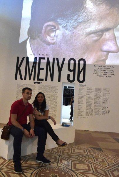 Snímek ze sobotní vernisáže výstavy Kmeny 90.