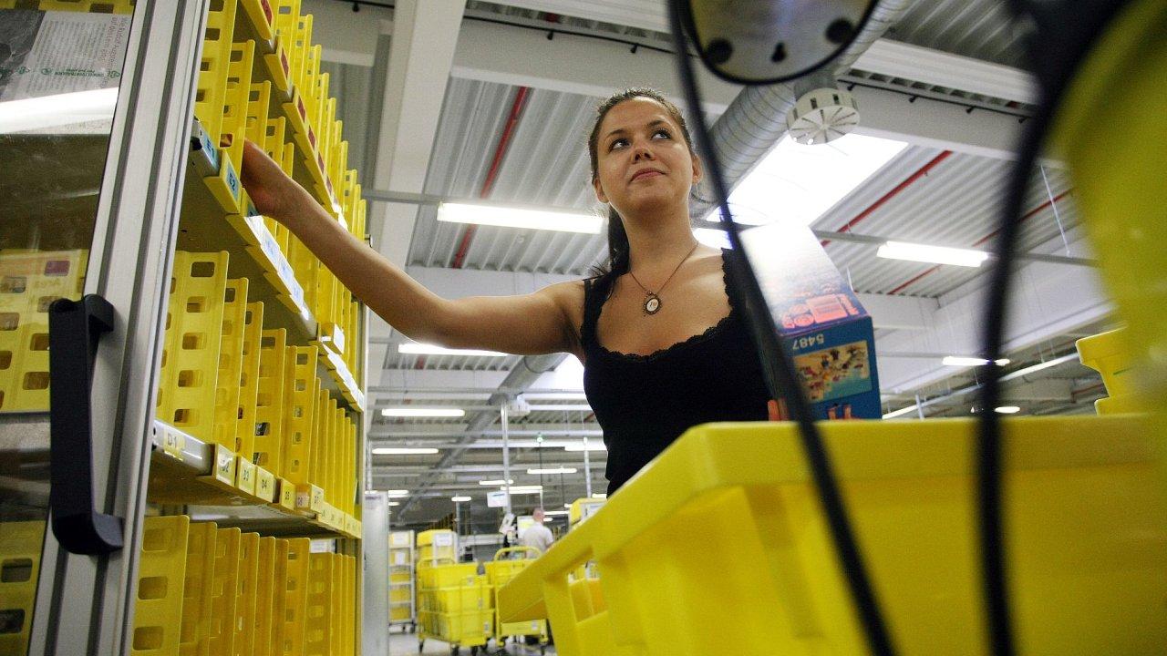 Amazon začal s náborem pracovníků pro distribuční centrum v Dobrovízi