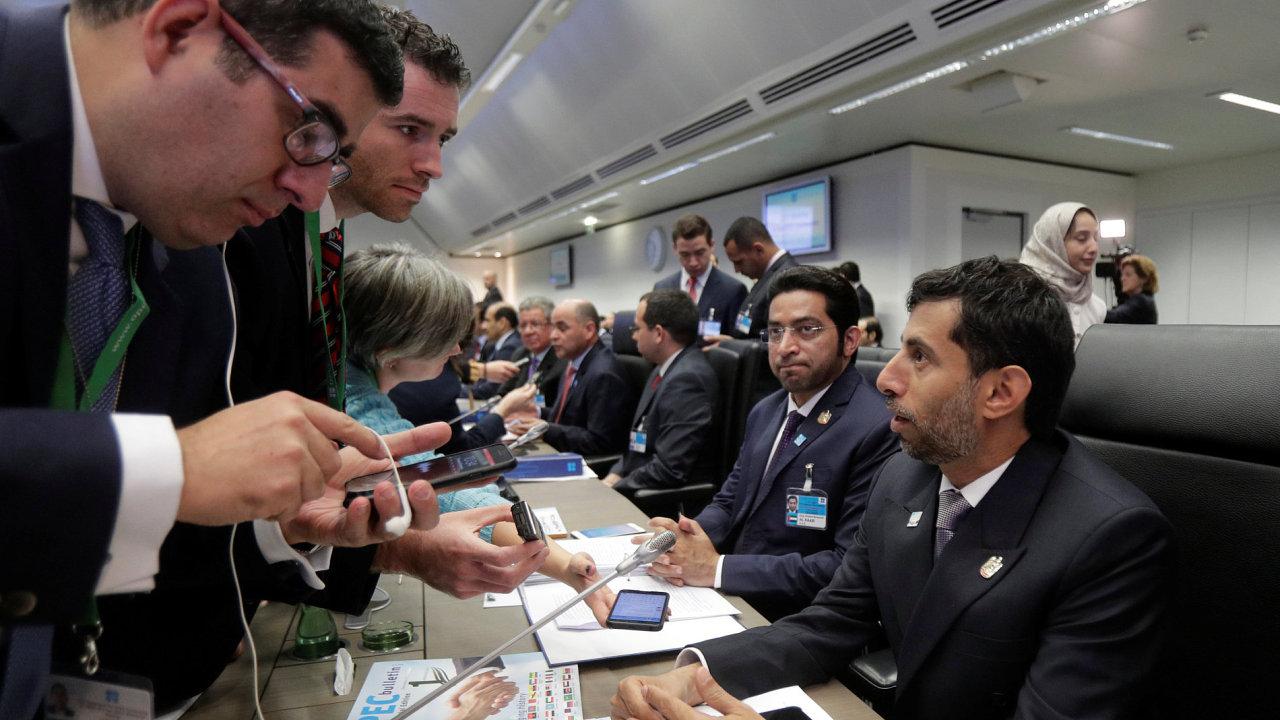Jednání OPEC a Ruska ve Vídni skončila dle očekávání dohodou o prodloužení dohody o snižování těžby ropy.