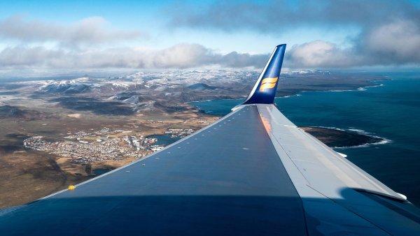 """Island zažívá turistický boom: Do""""země ohně aledu"""" míří stále více turistů. Tamní vláda zvažuje možnosti, jak nápor přibrzdit."""