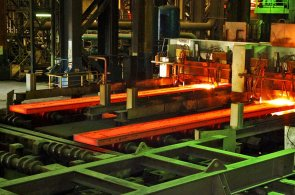 Sidor. Státní firma na výrobu oceli je nucena - stejně jako snad všechny ostatní stání podniky - snižovat výrobu.