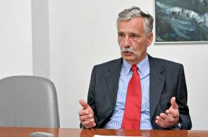Narozeniny slaví David Grund (63), člen představenstva UniCredit Bank ČR aSlovensko.