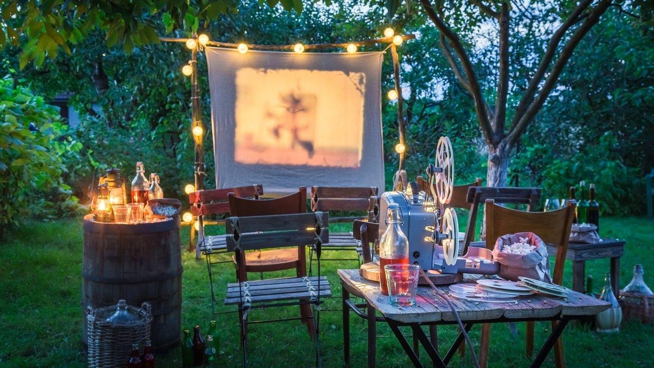 Letní kina nabízejí příjemnou komorní atmosféru