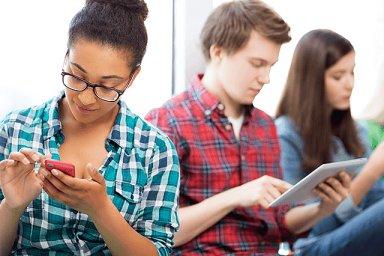U téměř poloviny dotázaných studentů vítězí ze sociálních sítí Instagram - Ilustrační foto.