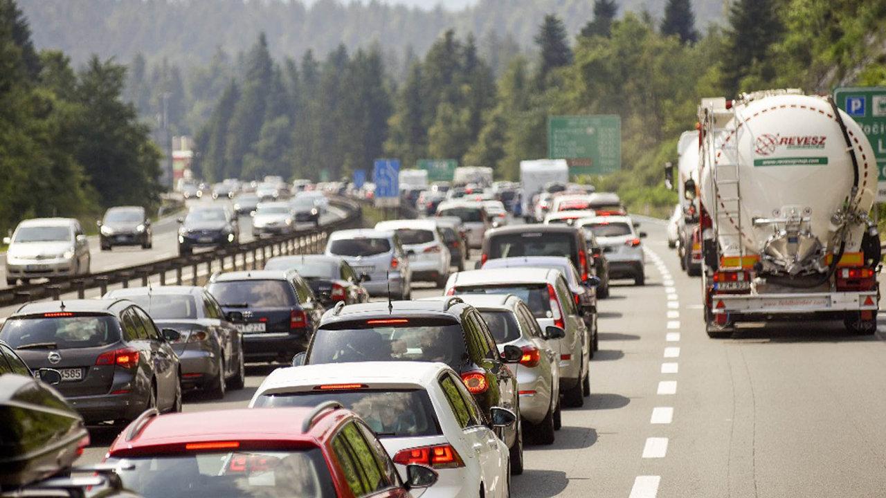 Státní fond dopravní infrastruktury čelí ostré kritice za cenu a způsob vypsání zakázky na IT systém pro internetový prodej elektronických dálničních známek - Ilustrační foto.