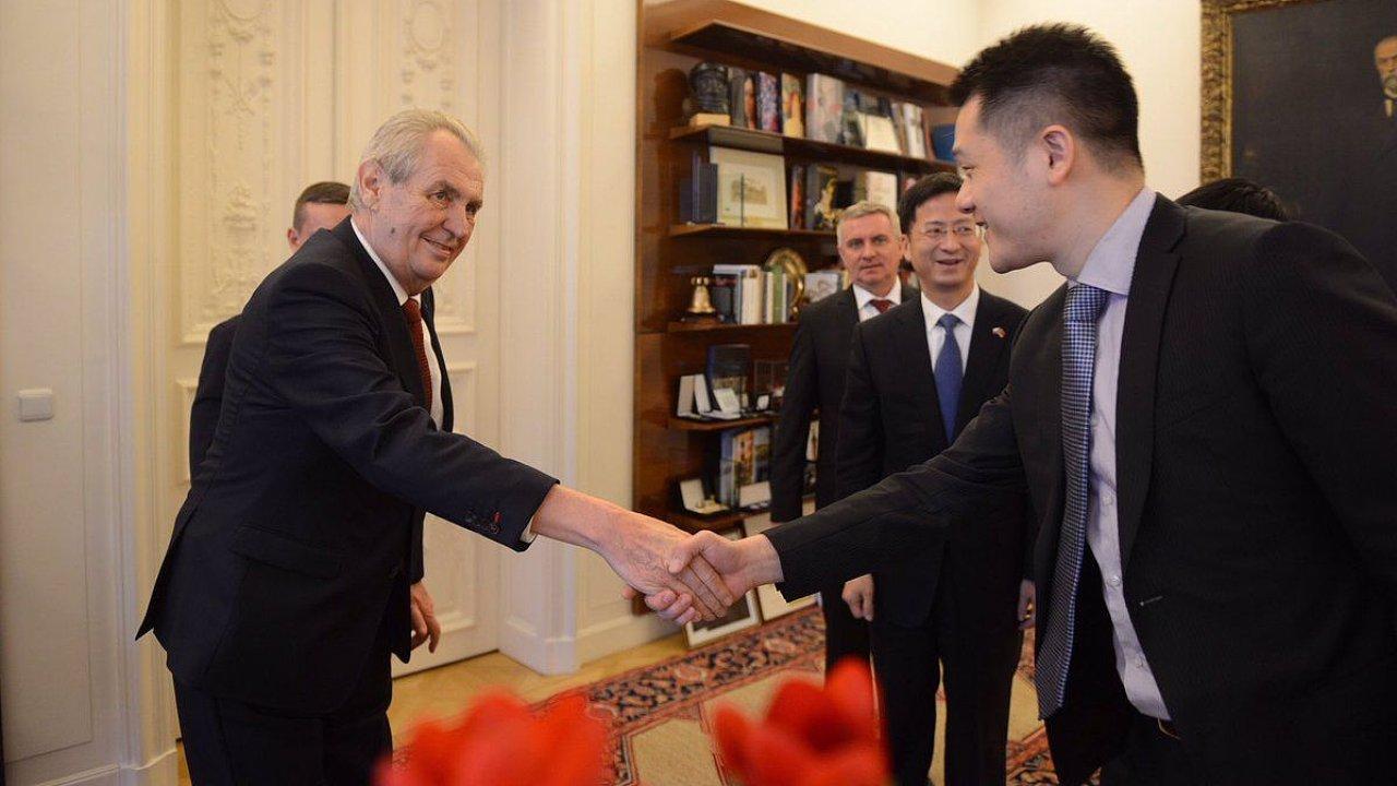 Zeman se setkal s čínským velvyslancem a zástupci Huawei.