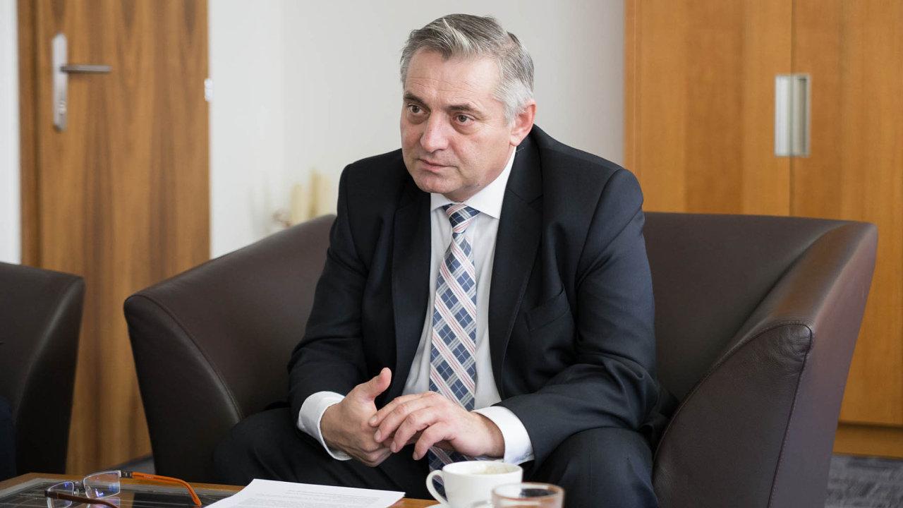 Důkazy nejsou, indicie ano. Předseda antimonopolního úřadu Petr Rafaj důkazy omobilním kartelu zatím nemá. Indicie už prý ale obdržel.
