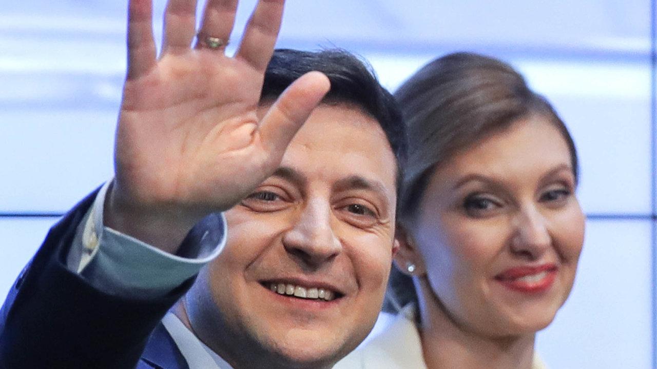 Vítěz voleb: nový ukrajinský prezident Volodymyr Zelenskyj ajeho žena Olena