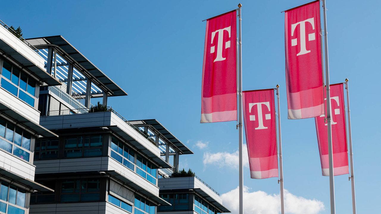 Operátor T-Mobile představil nové tarify, ve kterých počítá i s neomezeným využíváním dat. Na snímku sídlo společnosti v Praze-Roztylech.