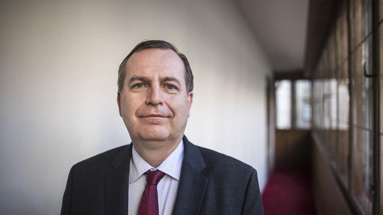 """""""Rozhodnutí společnosti Home Credit pouze urychlilo řešení, kekterému Univerzita Karlova směřovala, ato vtéto spolupráci nepokračovat,"""" oznámil rektor Tomáš Zima."""
