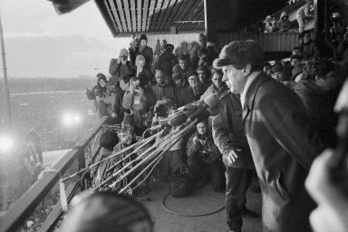 Prognostik politikem: Někdejší člen komunistické strany pracující jako prognostik se aktivně účastnil sametové revoluce vlistopadu 1989.