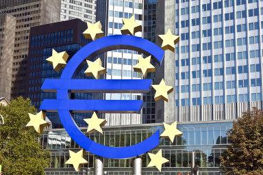 Nejdůležitější sektor služeb v eurozóně vzrostl mnohem méně, než se očekávalo, a v poklesu pokračoval i evropský zpracovatelský průmysl.