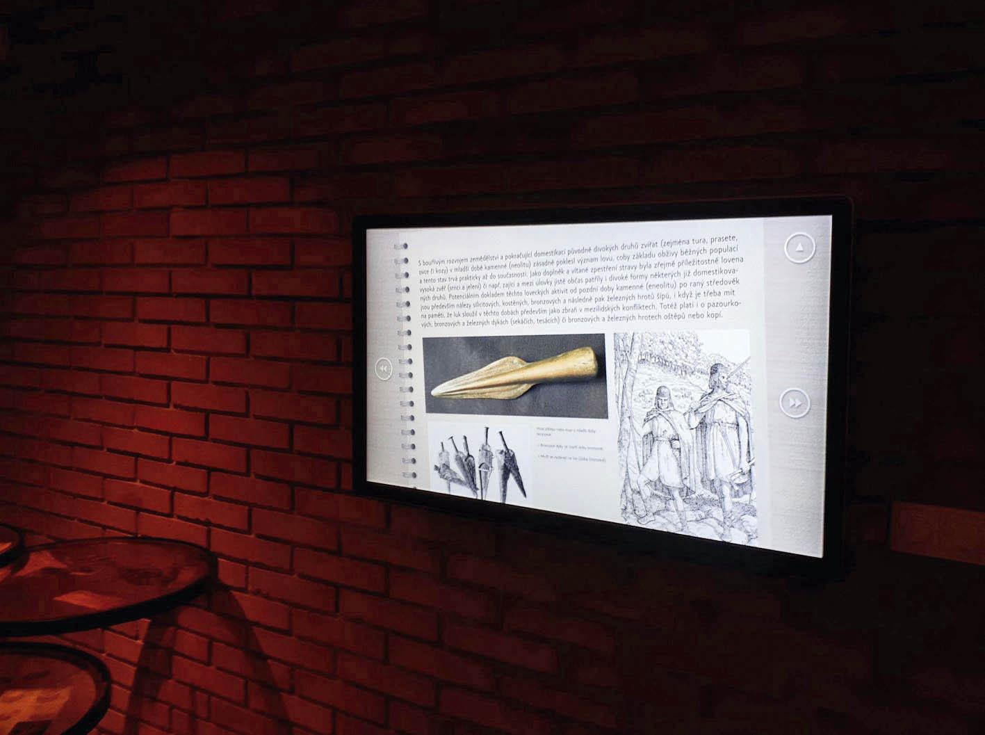 Závist Cave přenese návštěvníky dodob mladší doby kamenné aprovede je životem nedalekého oppida přibližně odroku 5500 přednaším letopočtem aždozničení Germány vprvním století našeho letopočtu.
