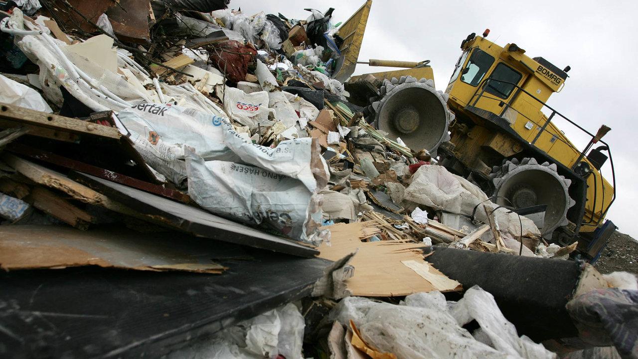 Skládka v Praze Ďáblicích patří mezi největší v Česku. Během pár let by tu mnoho z tohoto odpadu nemělo co dělat.