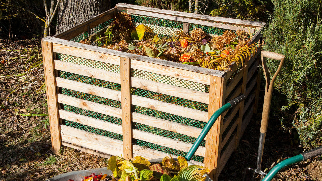Využití odpadu: Kompostovat se dají veškeré biologické zbytky zpřípravy jídla. Kuchyňský odpad, slupky či odkrojky zeleniny tvoří čtvrtinu komunálního odpadu, který dnes končí naskládkách.
