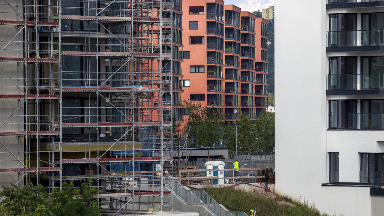Podle výpočtů Institutu plánování arozvoje hlavního města Prahy založených naúdajích společnosti Deloitte seodúzemního rozhodnutí čeká nastavební povolení vhlavním městě až1103 dní.